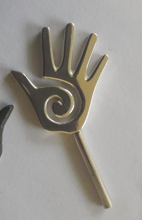 hand.thumb.jpeg.f25667961752dd233a62195d294586a4.jpeg