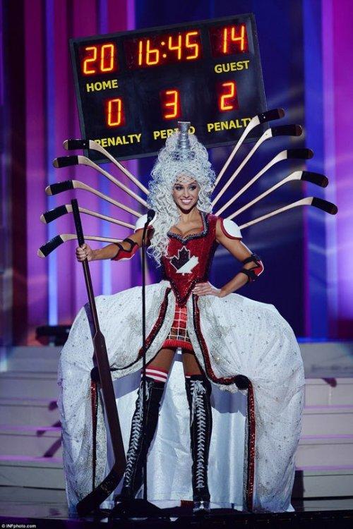 funny-canada-woman-disguised-score-game-hockey-stick.thumb.jpg.240283fcb0fa1d70fb8062742892f5d3.jpg