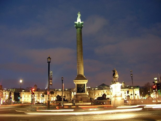 Trafalgar_Square_at_night_2-1.jpg.ecb46c7978b89da8c910cfcf23cb9914.jpg