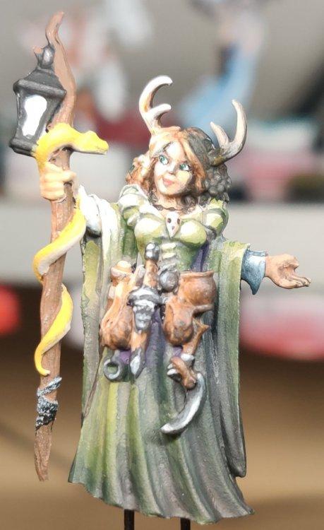 dreadmere-priestess-96.thumb.jpg.25729dd2e4daa4db179f453fd740dd8a.jpg