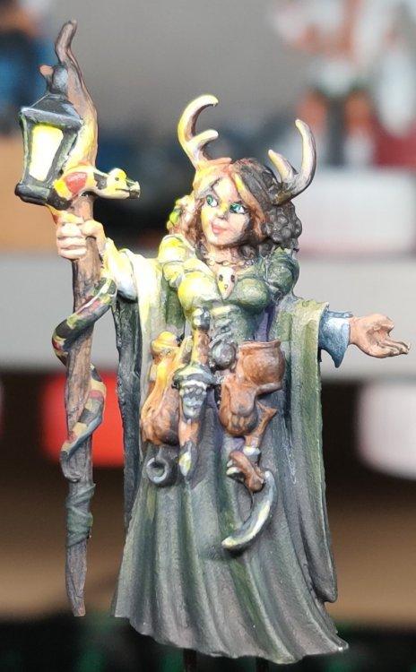 dreadmere-priestess-128.thumb.jpg.4b8a1caef21a6dc23cabc6f47984ba60.jpg