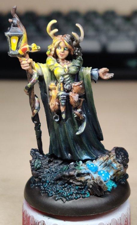 dreadmere-priestess-177.thumb.jpg.17eaf38b220586f0eb9e3d1649dbc47f.jpg