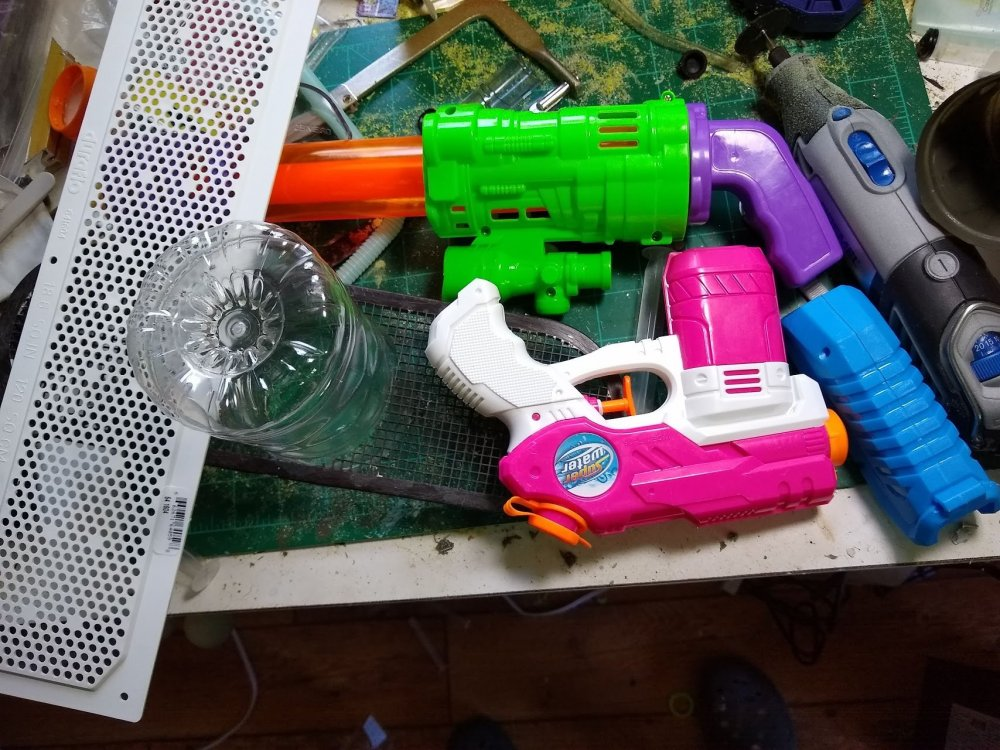 water_guns_1.thumb.jpg.5705d1ceac36c501fb14f5392a9641e0.jpg