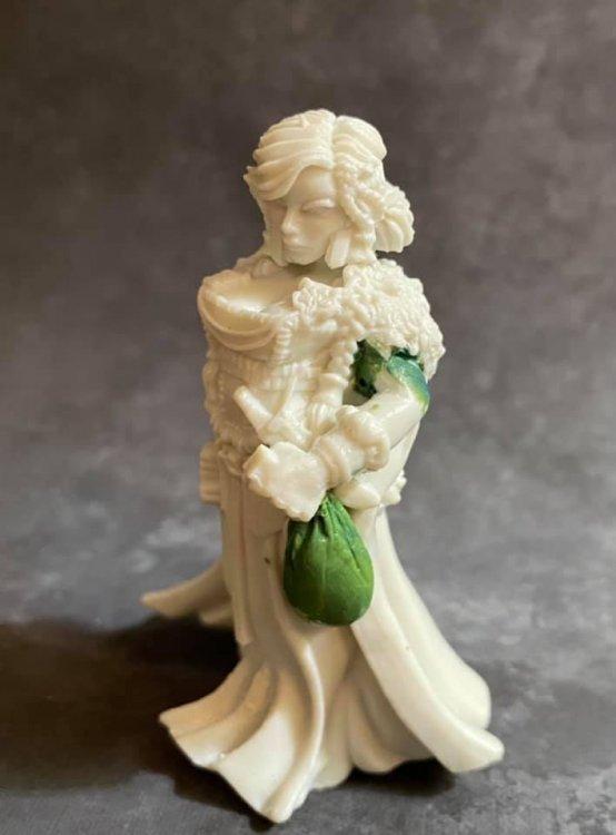 Menolly sculpting2.jpg