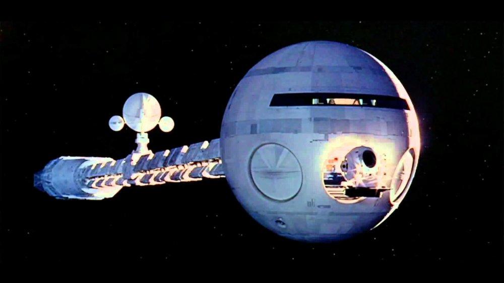 2001-discovery.thumb.jpg.b37a96dd51a1520c3c9849ae645e72f3.jpg