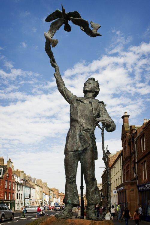 john-muir-statue-in-dunbar-credit-becky-duncan-open-aye-c-i-c.thumb.jpg.e8f94665afef0b9fc44416dc6ef3551e.jpg